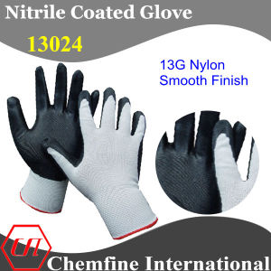 13G White Nylon Knitted Glove with Black Nitrile Smooth Coating pictures & photos
