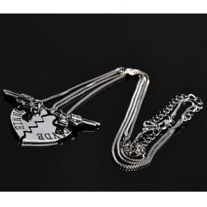 2PCS/Set Thelma Louise/Bonnie Clyde Pistol Gun Heart Pendant Lover Couple Necklace pictures & photos