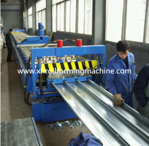 2016 New Closed Deck Floor Roll Forming Machine (XH555)