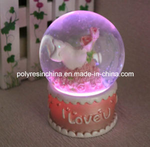 Resin LED Water Globe for Saint Valentine′s Day Crafts pictures & photos
