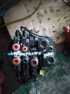 Toyota Forklift with Third Functions Control Valve, Fourth Functions Control Valve pictures & photos
