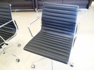 Modern Leather Low-Back Ribbed Chair pictures & photos