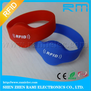 Passive RFID Silicone Wristband 13.56MHz Writable for Playground pictures & photos