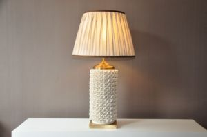 White Pattern Ceramic Base Table Lamp (MT112036L) pictures & photos