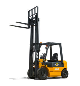 2ton Diesel Engine Forklift Truck with Triplex Mast pictures & photos