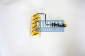 010 Paint Roller (Yellow Brush With Black Stripe With Long Handle) pictures & photos