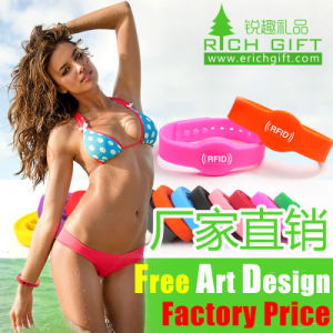 Mixed-Color Silicon Wristband with Customer Design Debossed Logo pictures & photos