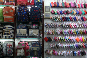 Yiwu Suitcase and Bag Purchasing Export Agent pictures & photos