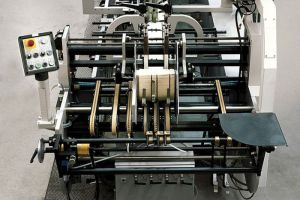 Tissue Lifting Semi-Automatic Carton Flute Board Laminator pictures & photos