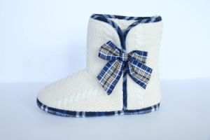 Women′s Warm Indoor Slipper with Tied in a Bow pictures & photos