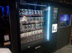 Elevator Vending Machine with Conveyor Belt pictures & photos