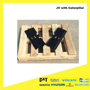 Heavy Equipment Sumitomo200 Excavator′s Triple Gourser Track Shoes for Caterpillar, Komatsu, Hitachi, Doosan, Volvo, Hyundai pictures & photos