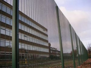 ISO Certificated High Quality Anti-Climb Security Fence 20 Years Factory pictures & photos