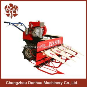 Self-Propelling 1 Person Operated Combine Harvester pictures & photos