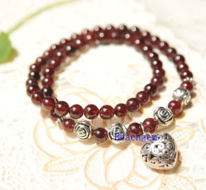 Natural Garnet Beads Bracelet with Silver Charm (BRG0051) pictures & photos