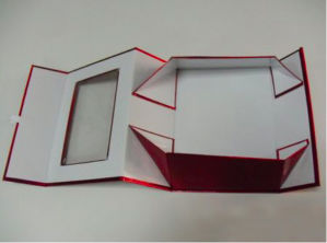 Red Metallic Paper Foldable Gift Box with Window pictures & photos