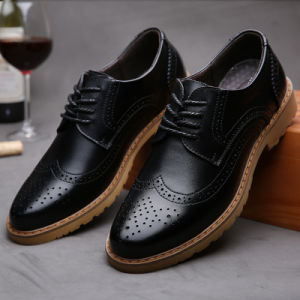 2017 New Men′s Casual Leather Shoes Bullock Vintage Carved Breathable Bussiness Leather Shoes pictures & photos