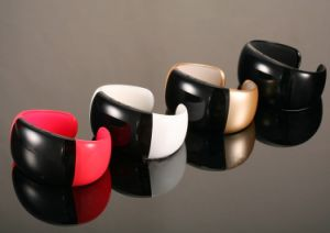 fashonable Bluetooth Bracelet With Answer The Phone, Call, Phone Book pictures & photos