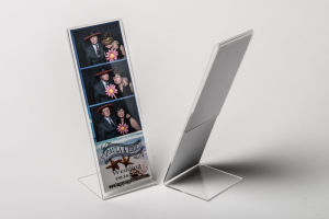 Cleap Clear A4 Plastic L Shaped Poster Frame pictures & photos