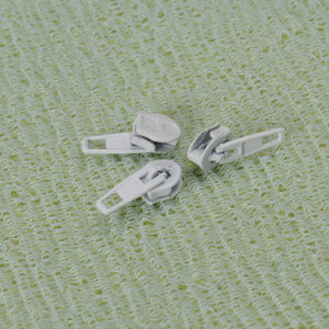 No. 3 P/L Slider for Nylon Zipper W/O Cord pictures & photos