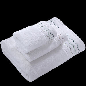 China Factory Quality Embroidery Cotton White Terry Hotel Towels Set pictures & photos