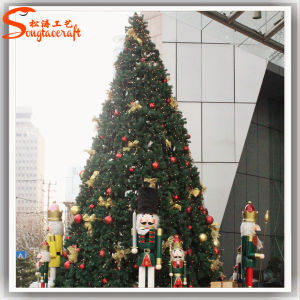 2015 Decoration Small Modern Artificial Christmas Trees pictures & photos