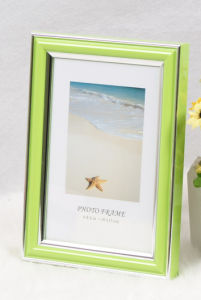 Plastic Photo Frame (PB-54) pictures & photos