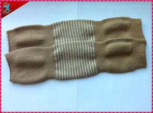 Custom Knitting Men′s Winter Leg Warmer pictures & photos