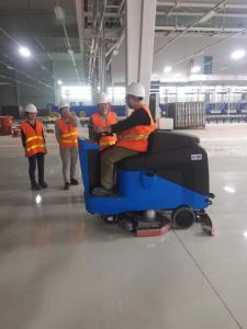 Gadlee Ce Industrial and Commercial Smart Ride-on Scrubber pictures & photos