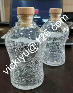 Beautiful Crack Strip Glass Bottles with Cork for Wine, Drink pictures & photos