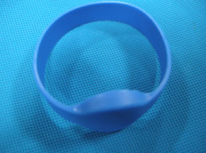 UHF Silicon Wristbands Tags pictures & photos
