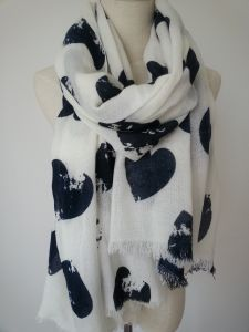 New Fashionable Heart Shape Print Acrylic Scarf Fashion Accessories for Girl Shawl pictures & photos