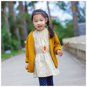 Phoebee Spring/Autumn Knitted Cardigan for Girls pictures & photos