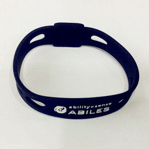 Cool Boys Popularly Debossed Silicone Wristband China Manufacture pictures & photos