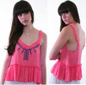 Girl Collarless Sleeveless Embroidery Fashion T Shirt pictures & photos