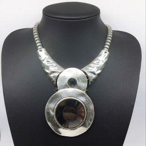 Glroy Trendy Attractive Big Glass Stone Alloy Base Necklace (XJW13785) pictures & photos