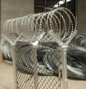 Galvanized Razor Barbed Wire in China Supplier pictures & photos