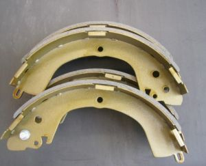 Car Brake Shoe MB895475 for Mitsubishi pictures & photos