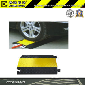 Reflective Rubber Cables Protector Hump with Three Channels (CC-B14) pictures & photos