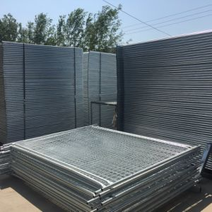 as 4687 Standard 2.4X2.1m Temporary Fence with Concrete Base and Clamps for Australia pictures & photos