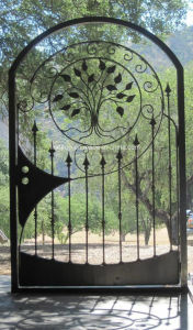 Beautiful Residential Wrought Iron Gate Designs pictures & photos