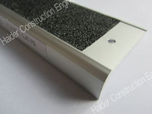 Carborundum Inserted Aluminum Stair Nosing pictures & photos