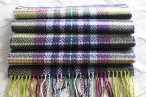 Cashmere Woolen Scarf with Herringbone and Plaid Pattern pictures & photos