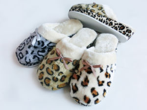 Indoor Nice Soft Wonmen Slipper  for Winterwith Leopard Print pictures & photos