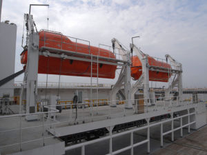 Fire-Proof Type Totally Enclosed Life Boat with Platform Type Davit pictures & photos