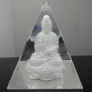 Crystal Glass Pyramid Paperweight for Home Decoration pictures & photos