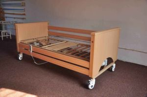 AG-Mc001 Detachable Foldable Wood Electric Home Care Nursing Bed pictures & photos