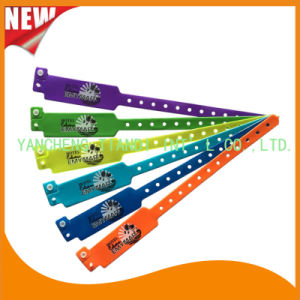 Custom Entertainment Vinyl Plastic ID Wristband Bracelet Bands (E6060B43) pictures & photos