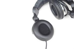 Fashion Design DJ Foldable Headphone with Super Bass (RH-K600) pictures & photos