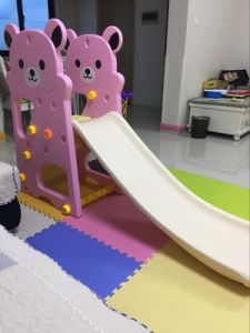 2017 Bear Style Indoor Plastic Slide Swing with Football Hoop for Princess (HBS17011B) pictures & photos